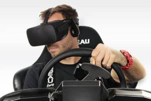 conduite au volant avec casque de réalité virtuelle
