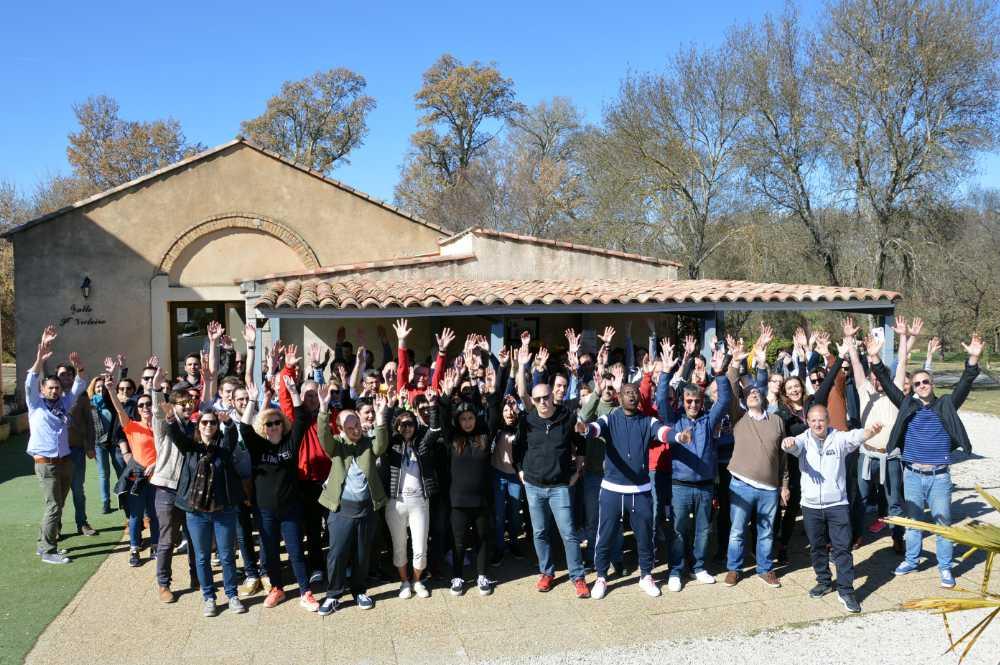 photo de groupe en séminaire par activ provence